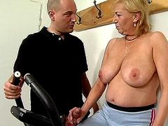 Sports granny babe sucking and hardcore fucked on drill