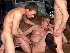 Granny gets double blowjob and penetrated in gangbang