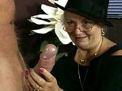 Granny chick in glasses sucks penis and fucked