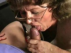 Granny babe gets jizz in pussy after good sex