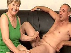Granny babe fucked on sofa by big shaved dick