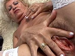 Granny with huge hairy cunt hole serving hot dick