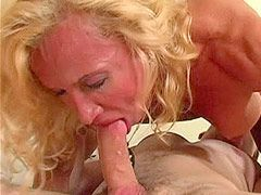 Mature bitch gets a bottle of champagne in cunt