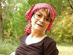 Granny Outdoor SexSzandra loves going on picnics alone..